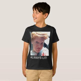 T-shirt toujours allumé de la jeunesse de noir