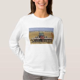 T-shirt Tracteur tirant un planteur de maïs de graine