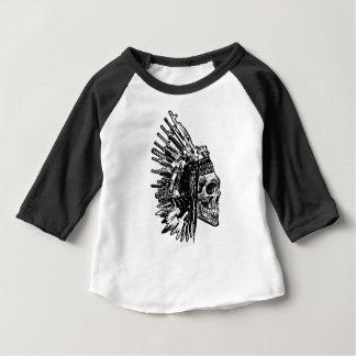 T-shirt tribal de graphique de crâne, d'armes à
