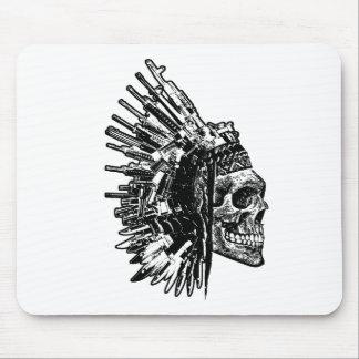 T-shirt tribal de graphique de crâne, d'armes à tapis de souris