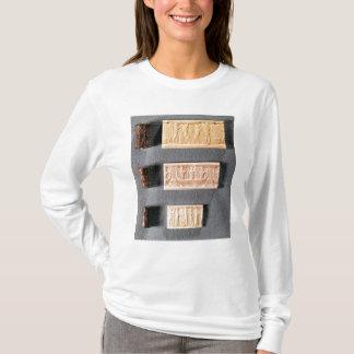 T-shirt Trois joints de cylindre avec des impressions,