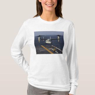 T-shirt Un avion du balbuzard V-22 prépare pour débarquer