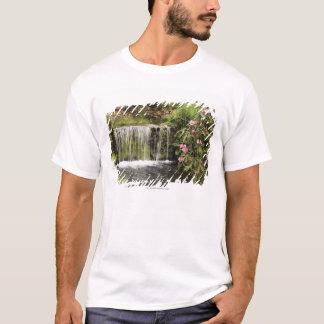 T-shirt Un courant et une cascade en parc national de