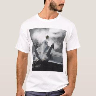 T-shirt Un directeur de poste de pilotage signale un