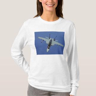 T-shirt Un frelon superbe de la marine F/A-18F des USA en