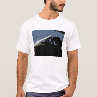 T-shirt Un pilote se prépare au décollage