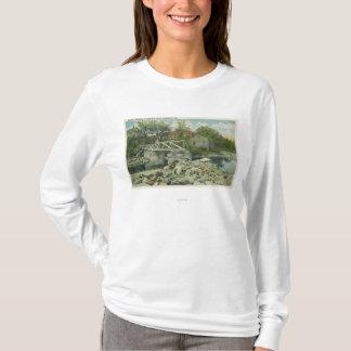 T-shirt Un pont rustique à la scène de crique de Perkins