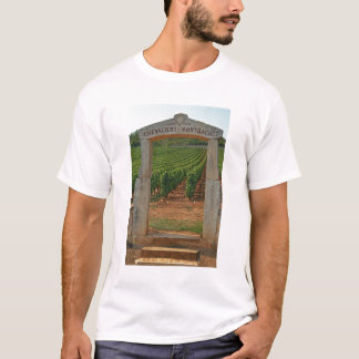 T-shirt Un portique en pierre au vignoble