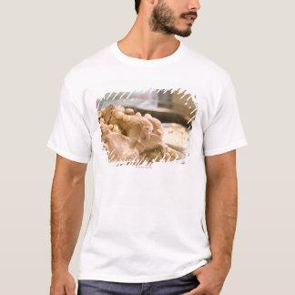 T-shirt Un récipient complètement de crème glacée de