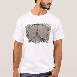 T-shirt Un signe de paix dessiné dans le sable