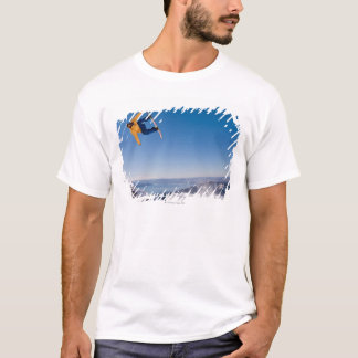 T-shirt Un surfeur se défait d'un saut en Argentine