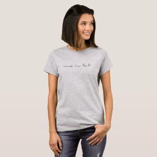 T-shirt une chemise avec une expression sur le gris