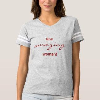 T-shirt Une chemise extraordinaire du football de femme