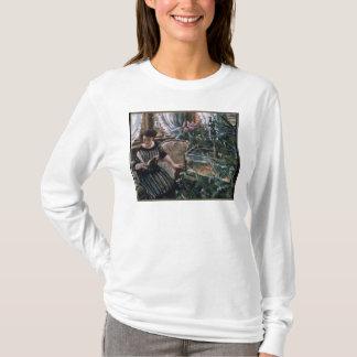 T-shirt Une femme lisant près d'un réservoir de poisson