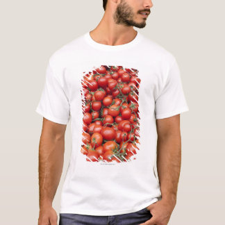 T-shirt Une grande culture de tomate sur une stalle du