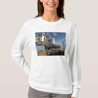T-shirt Une navette spatiale de vue l'Atlantide sur la