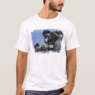 T-shirt Une partie des bétail conduisent la sculpture