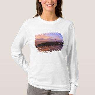 T-shirt Une route et un phare le long de la côte au