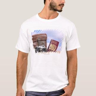 T-shirt Une vieille valise en cuir, un rétro