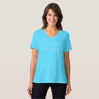 T-shirt V des femmes d'étreinte - chemise de cou