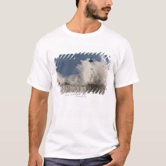 T-shirt Vagues se brisant contre un phare