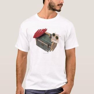 T-shirt Valise, béret, carte, et lunettes de soleil