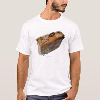 T-shirt valise démodée avec des autocollants de voyage