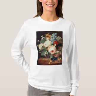 T-shirt Vase de fleurs sur un rebord de marbre