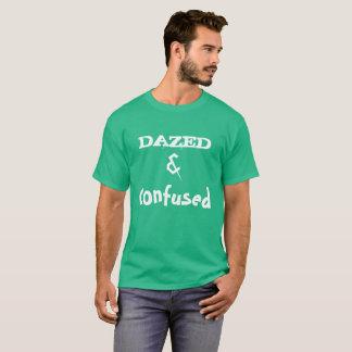 T-shirt vert stupéfié et confus de Kelly