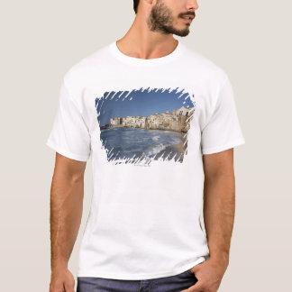 T-shirt Ville de vieux bâtiments sur la plage
