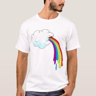 T-shirt vomissant d'arc-en-ciel de nuage