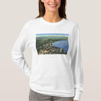 T-shirt Vue aérienne de la ville, voiliers sur le lac