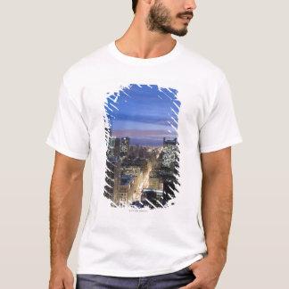 T-shirt Vue aérienne des bâtiments le long de la rue