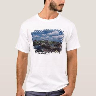 T-shirt Vue courbe de ville provinciale de bord de la mer,