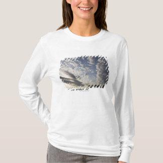 T-shirt Vue de ciel d'horizon avec des nuages