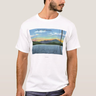 T-shirt Vue de lac de dock d'auberge de Whiteface