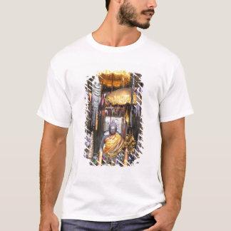 T-shirt Vue de secteur d'autel à l'intérieur de temple