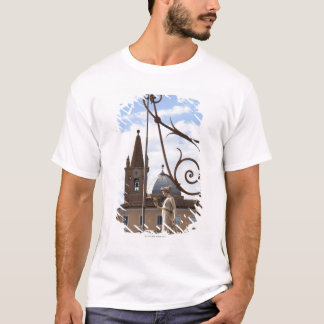 T-shirt vue des courriers et des statues de lampe