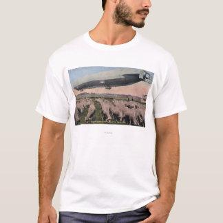 T-shirt Vue d'un dirigeable souple de zeppelin au-dessus