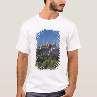 T-shirt Vue élevée de ville avec la cathédrale de Ségovie