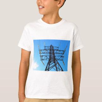 T-shirt Vue inférieure de la tour à haute tension en métal