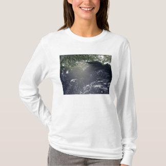 T-shirt Vue satellite de la fuite d'huile