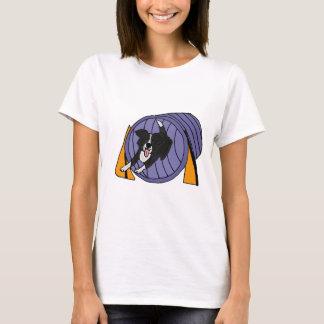 T-shirt XX bande dessinée de tunnel d'agilité de chien