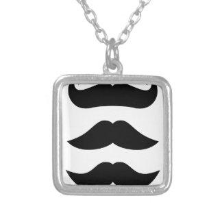 T-shirts avec des moustaches, produits pendentif carré