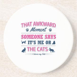 T-shirts d'amoureux des chats dessous de verres