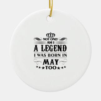 T-shirts de légendes de mois de mai ornement rond en céramique