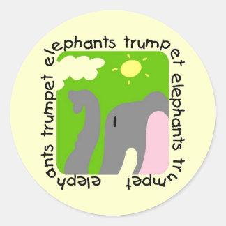 T-shirts et cadeaux de trompette d'éléphants autocollants ronds