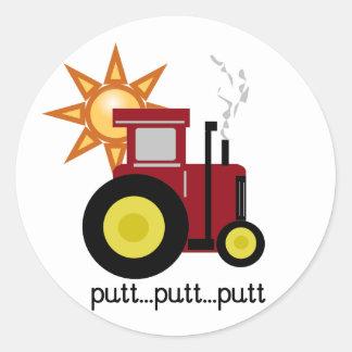 T-shirts et cadeaux rouges de tracteur de ferme sticker rond