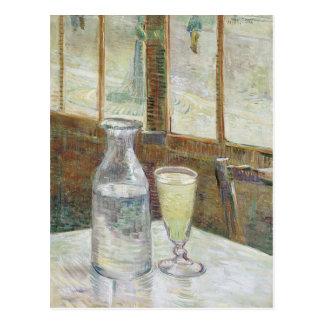 Table de Café avec la carte postale d'absinth