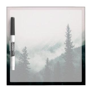 Tableau Effaçable À Sec Au-dessus des montagnes et de la cuvette les bois
